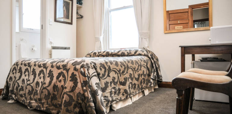 Hamilton Lodge – Small Single Ensuite Room